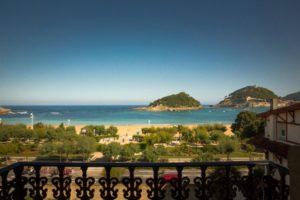 hotel en plena bahia de la concha de san sebastian. muy cerca de la playa. disfruta de la nochevieja en donostia y brinda en una noche romantica
