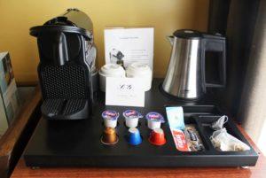 En el hotel la galeria de san sebastian puedes disfrutar de un cafe gratis gracias al set de cortesia que ponemos en todas las habitaciones. tomate un cafe, una infusion un te totalmente gratis en la propia habitacion. tomandotelo relajadamente mientras disfrutas de las vistas de nuestro hotel a la bahia de la concha