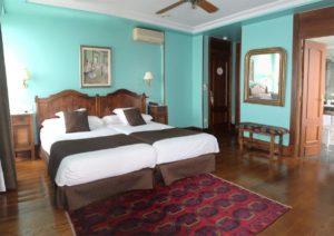 la habitacion degas está dedicada a este conocido pintor frances. es amplia de uso doble o individual y tiene vistas a la bahia de la concha