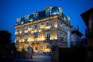 el hotel la galeria es un hotel ubicado en la bahia de la concha, ideal para pasar un fin de semana romantico y con encanto
