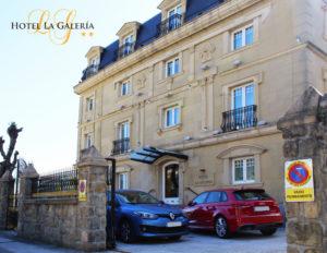 el hotel la galeria cuenta con un parking gratuito en la misma puerta del hotel en ondarreta san sebastian