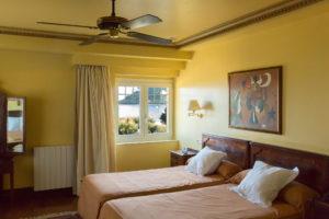 el hotel la galeria es el hotel museo de san sebastian. las habitaciones tienen el nombre de artistas y pintores conocidos disfruta de un hotel con encanto